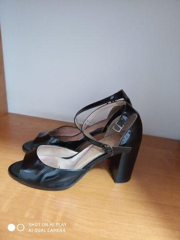 Продаю обувь Турция 34- размера, все по 1500с. И пиджак офисный отдам