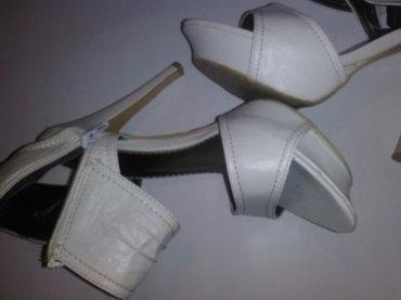 Sandale u odlicnom stanju, maturske, jednom nosene, torbicu dajem - Kovin