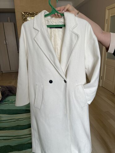 Пальто - Размер: M - Бишкек: Zara Пальто отлично качество брала