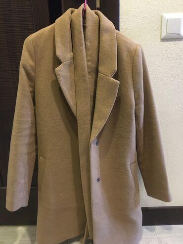 пальто женское зимнее бишкек в Кыргызстан: Продам два пальто. Красное зимнее, коричневое осеннее. Красное носила