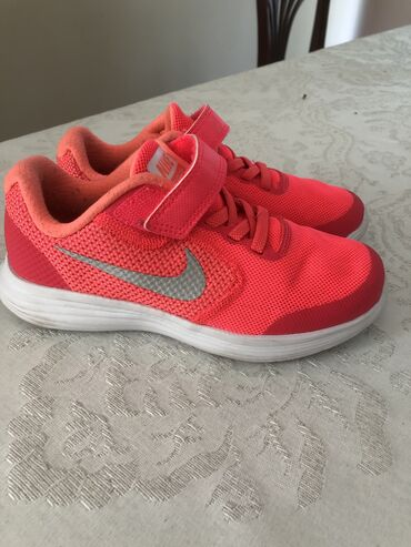 Decija obuca - Srbija: Nike decijePatike su kao nove,obuvene par puta,nigde