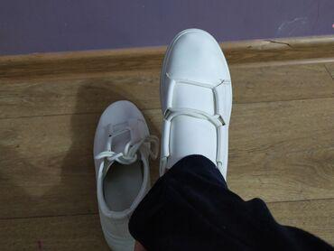 Продаю кросовки, брали дорого, в хорошем состоянии, удобные
