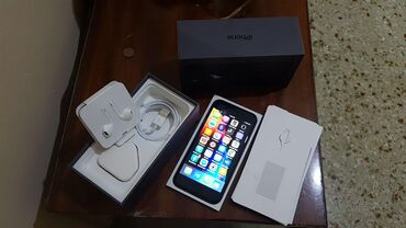 Iphone 8 64 gig as new with box and earphones charger and cable as