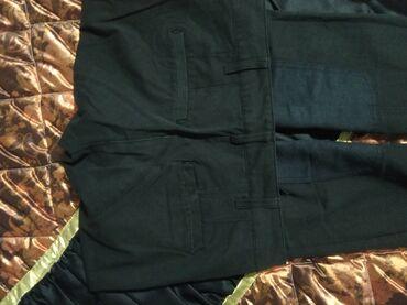 Crne pantalone jako dobro oblikuju figuru