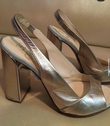Женская обувь в Ош: Продаются абсолютно новые босоножки от фирмы Fabi. Размер 36. Было