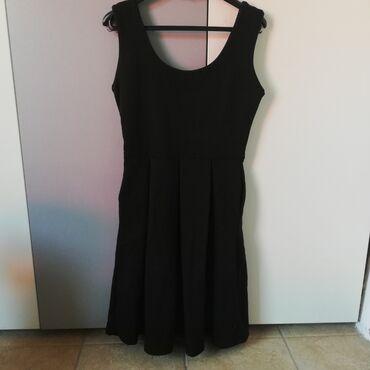 38 - Srbija: Prodajem haljinu, polovnu ali očuvanu. Strukirana, a dole se širi