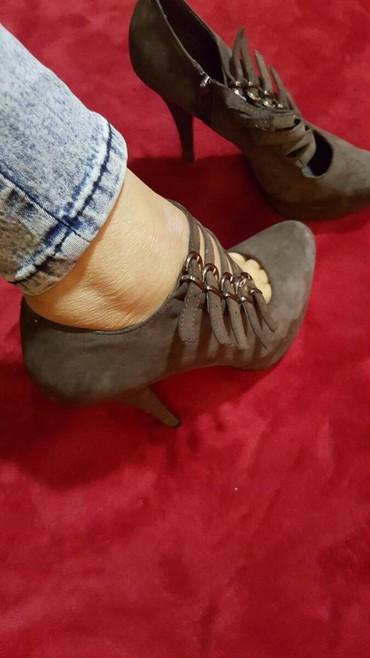 Ženska obuća   Pozarevac: Cipele broj 39. ima tragove koriscenja