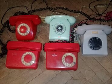- Azərbaycan: Vintaj telefon aparatlari yaxsi veziyyetdedir