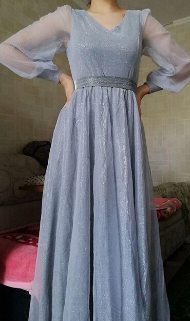 вечерние платья серого цвета в Кыргызстан: Платье в живую очень красивое, серого цвета блестит. Одевала один раз