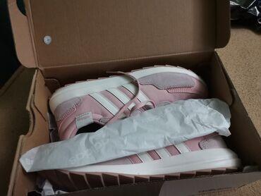 Adidas retro run Nove ni jednom nošene
