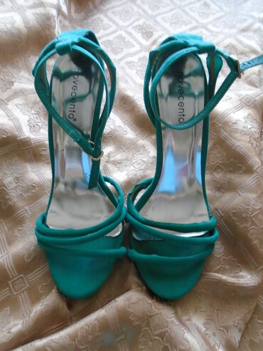 Odan materijal broj - Srbija: Novocento sandalice od velura, broj 37 visina štikle 12 cm. Prelepe