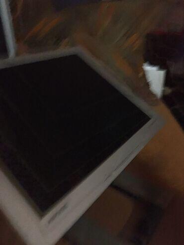 Na prodaju 2 monitora,samsung je manji. 3000dinara