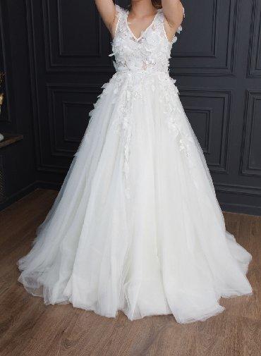 свадебное платье футляр в Кыргызстан: Продаю свадебное платье Дизайнерское свадебное платье сшито Анваром Ту