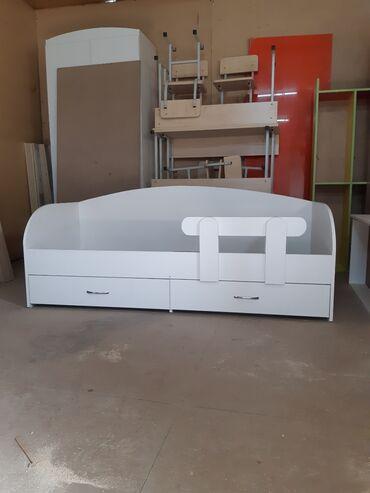 Детская мебель - Цвет: Белый - Бишкек: Кровать односпальная Продаю детскую кроватьОдноспалкаС двумя ящиками