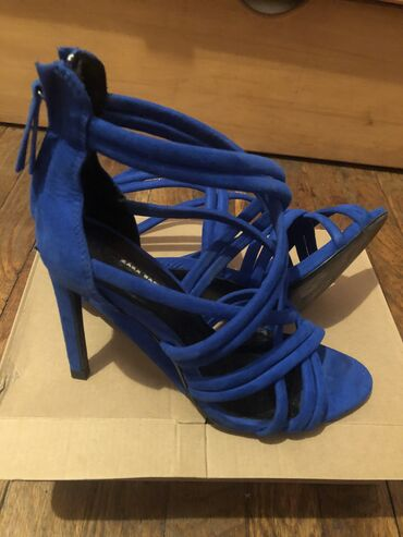Zara sandale-jednom obuvene