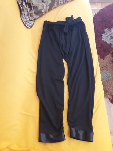 Ženska odeća | Pozarevac: Crne, moderne pantalone, kvalitetan pamuk cvrsci i puniji, ima