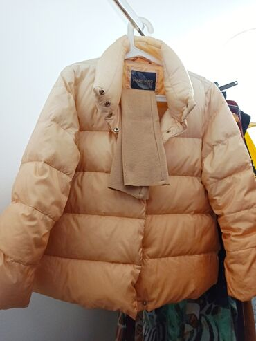 Куртка из лебяжьего пуха. Guess by Marciano. Размер М. Рукав 3/4 с рук