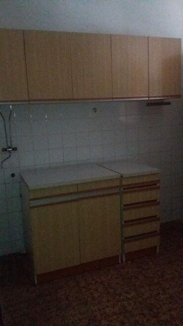 Sudopere - Srbija: KUHINJA-Na prodaju kuhinja zuto-bele boje bez sudopere. Sadrzi 2