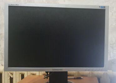 Монитор Samsung SyncMaster 205bw. При включение видны красные полосы