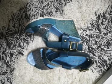 Tirkizno plave kozne italijanske sandale velicina 37. - Crvenka - slika 2