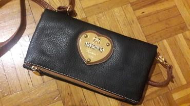 Ostalo | Novi Becej: Moschino torbica, malo koristena, bez ostecenja. Duzi kais moze da se