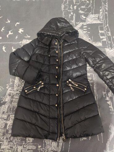 Зимняя куртка отличного качества, покупала за 3500 одевала всего 2 раз