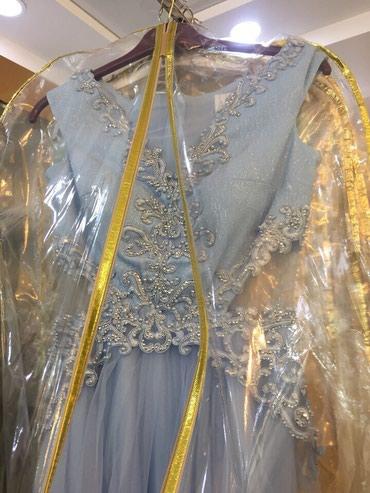 женское платье размер м в Кыргызстан: Необычное нежное платье от Космобеллы)Размер 44-46 ( размер М)