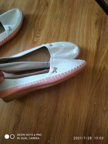 Продам новую обувь новую производства Турция белые и оранжевые размер