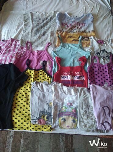 Paket maica na bretele - Srbija: Paket odeće vel 8-10.Paket sadrži 6 bluzica na breteletri bluzice na