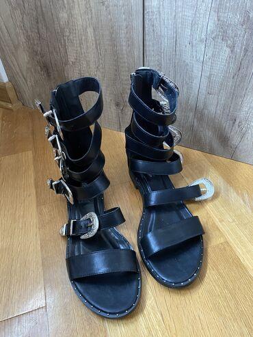 Predivne bello star sandale. Mnogo lepse uzivo. Nosene samo jednom