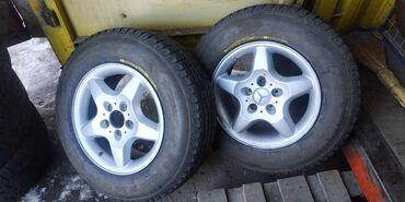 шины r13 в Кыргызстан: Продаю колеса на мерса 4 шт диски не вареные ровные резина отл, зима