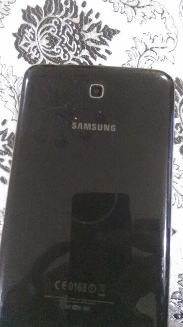 Samsung tab 3 satilir hec bi problemi yoxdu sadece baterekasi