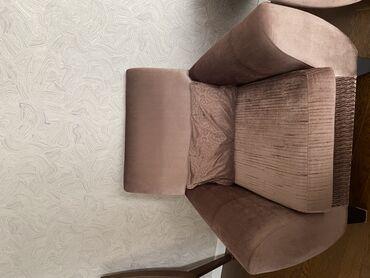 Ləkəsiz, təmiz, az istifadə edilmiş 1 divan +2 kreslo + 3 balış. Divan
