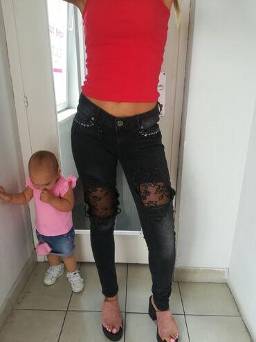 Ženska odeća | Beograd: Extra pocepan model farmerica sa čipkom oko džepova ukrasiVel S MSuper