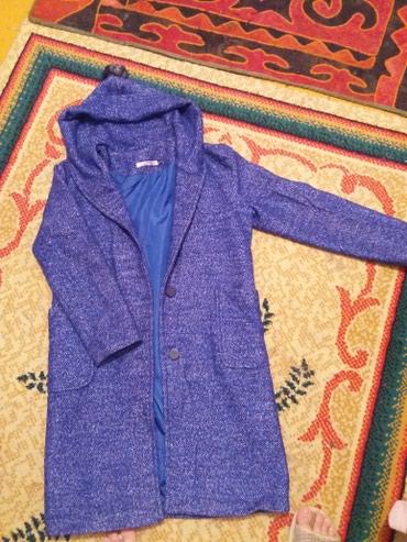 Продаю пальто деми с капюшеном сост в Бишкек