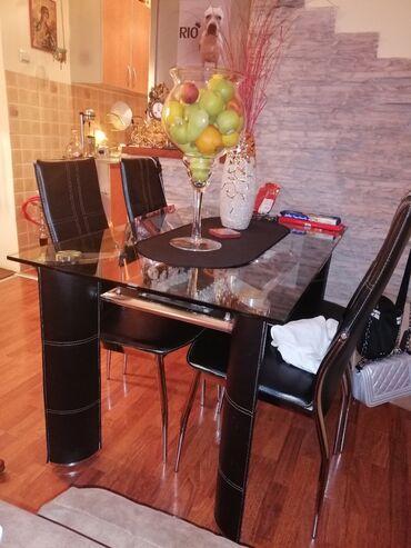 Sto I 4 stolice što je u ekstra stanju, stolice su malo popucalo sa