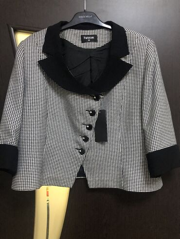 Пиджак женский новый, покупала в Италии размер 50-52, рукава 3/4, тё