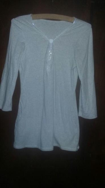 Majica sa rukavima do lakta boja je prljavo-bela-siva sa depovima vel - Belgrade