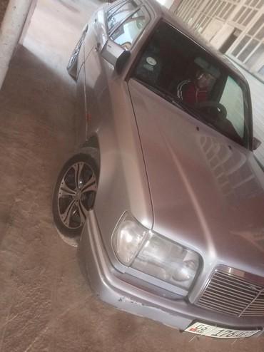 Mercedes-Benz в Араван: Mercedes-Benz E 200 1994