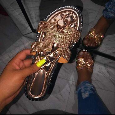 Papuce i sandale . brojevi 36 do 41 . upitati