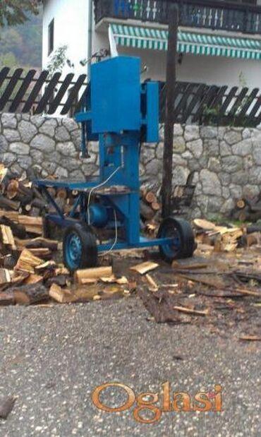 Drva - Srbija: Vrsimo usluzno struganje i cepanje drva bansekom i cepacem