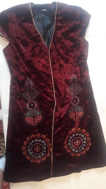 жилет национальный в Кыргызстан: Национальный нарядный чапан для девушек. На размер 44-48 пойдет. Цвет