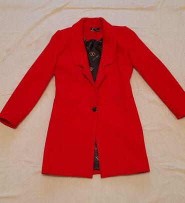 Пальто на осень и весну в сочно красном цвете. Цена 1000с