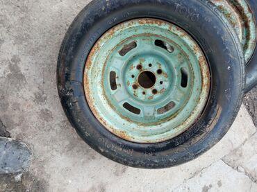 Шины и диски - Лето - Ак-Джол: Продаю 2 колеса на бричку или на тачку диски хорошие камеры целые