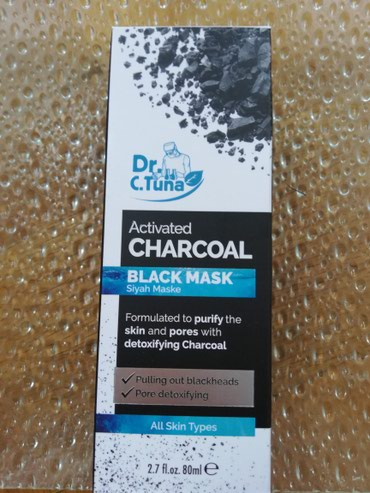 Aktivni ves - Pozarevac: Crna maska za lice sa aktivnim ugljemIzvlači i dubinski uklanja