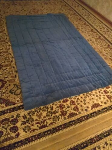 Продам одеяла. Есть 2 штуки. Тёплые