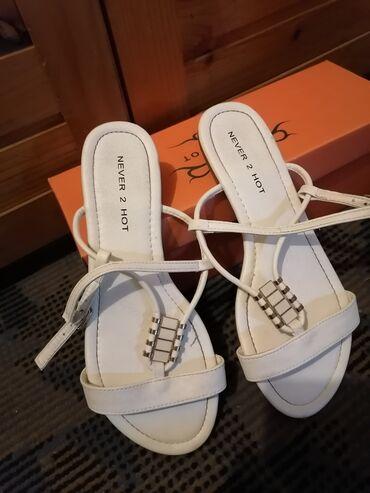 Nove sandale br. 38