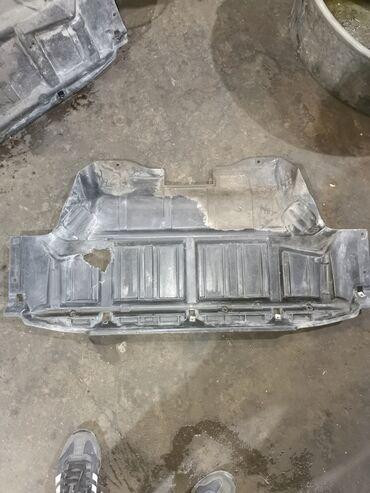 Автозапчасти - BMW - Бишкек: Продаю защиту на бмв x5 e53 оригинал, есть не большая дырка можно
