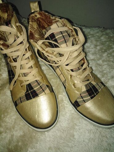 Cipele br. 40 novo