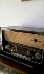 Za kolekcionare radio je iz 1959 god. Ne znam da li je ispravan, gori - Belgrade